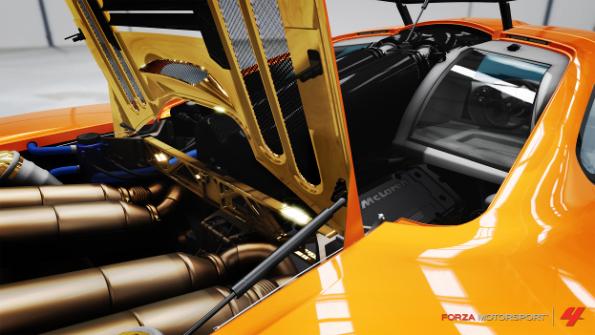 Двигатель жёлтой гоночной машины