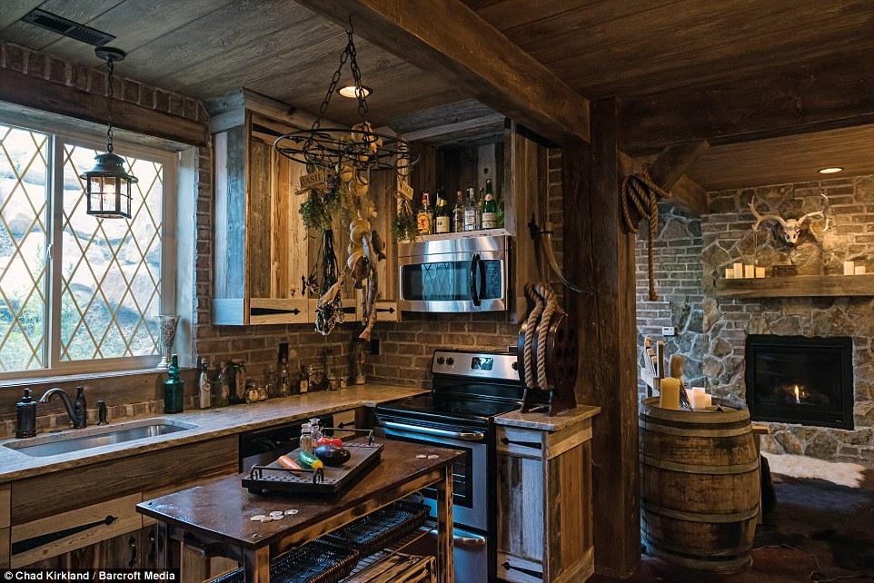 Кухня и камин